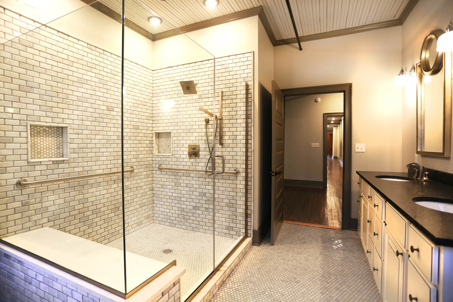 uth and Sons Designed by Foshee Multifamily Architecture - 3rd Floor Bathroom